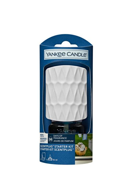 Yankee Candle Clean Cotton: la sensazione confortante del cotone asciugato al sole, con note verdi, fiori bianchi e una punta di limone.